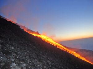 Etna colata lavica dentro la Valle del Bove (gennaio 2010)